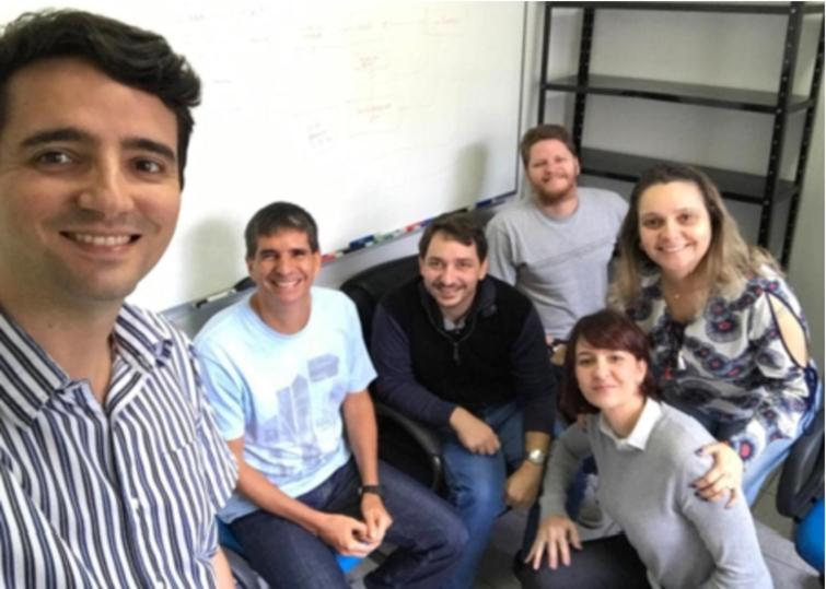The NEMO Group (permanent staff): Vítor Souza (standing), Ricardo Falbo, João Paulo Almeida and Giancarlo Guizzardi (seated, from left to right), Monalessa Barcellos and Renata Guizzardi (from left to right in the foreground).