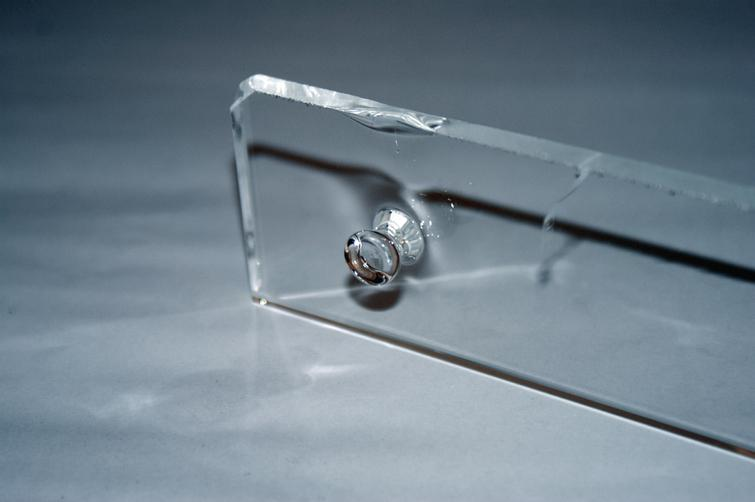 Prototype of point fixation made with Direct Glass Fabrication (DGF).