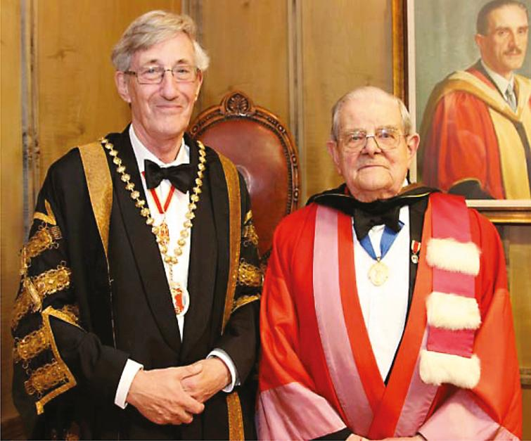 Professor Sir Michael Rawlins (Ruth and Lionel Jacobson Professor of Clinical Pharmacology at the University of Newcastle, President of the Royal Society of Medicine) presenting John Walton with the RSM Medal in 2004.